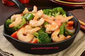 Shrimp stir fry in a cast iron skillet